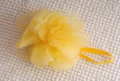 Esponja amarela do banho Fotografia de Stock
