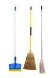 Esponja e espanador e vassoura da corda no branco Imagens de Stock