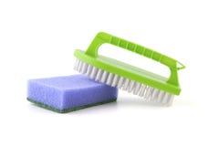 Esponja y cepillo para limpiar Fotos de archivo libres de regalías