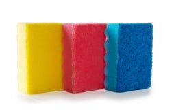 Esponjas coloreadas   en un fondo blanco Imagen de archivo libre de regalías