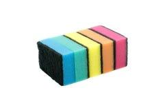Esponjas coloridas da cozinha isoladas Fotografia de Stock