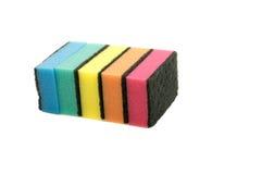 Esponjas coloridas da cozinha isoladas Foto de Stock