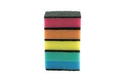 Esponjas coloridas da cozinha isoladas no branco Fotografia de Stock