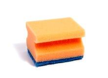 Esponjas coloridas da cozinha isoladas no branco Imagens de Stock Royalty Free