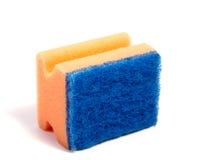Esponjas coloridas da cozinha isoladas no branco Foto de Stock