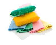 Esponjas coloridas em panos Imagens de Stock