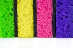 Esponjas coloridas coloridas em um fundo branco Fotografia de Stock Royalty Free