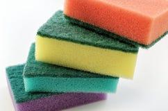 Esponjas coloridas novas para pratos de lavagem Imagem de Stock Royalty Free