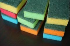 Esponjas de la limpieza Imagenes de archivo