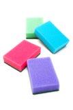 Esponjas para el lavado de las mercancías aisladas Foto de archivo