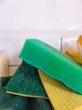Esponjas verdes de la cocina Fotografía de archivo