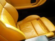 Esporte amarelo assento de couro dado forma do veículo Imagens de Stock