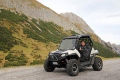 Esporte automóvel nas montanhas Fotografia de Stock