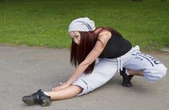 Esporte, dança e conceito urbano da cultura - dançarino bonito da rua Imagens de Stock Royalty Free