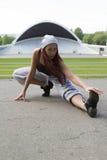 Esporte, dança e conceito urbano da cultura - dançarino bonito da rua Imagem de Stock Royalty Free