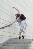 Esporte, dança e conceito urbano da cultura - dançarino bonito da rua Foto de Stock Royalty Free