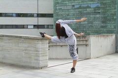 Esporte, dança e conceito urbano da cultura - dançarino bonito da rua Fotografia de Stock
