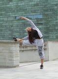 Esporte, dança e conceito urbano da cultura - dançarino bonito da rua Foto de Stock