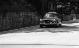 ESPORTE 1956 de SALMSON 2300 em um carro de competência velho na reunião Mille Miglia 2017 Foto de Stock Royalty Free