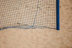 Esporte do verão do futebol rede do objetivo em um Sandy Beach Imagens de Stock Royalty Free
