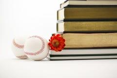 Esportes e educação bem sucedida, dois basebol e livros Fotografia de Stock