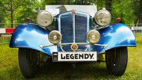 Esportes velhos e carros de competência fotos de stock