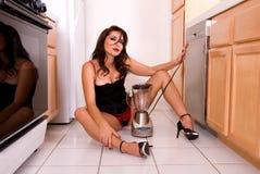 Esposa atractiva de la casa. imagen de archivo libre de regalías