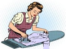 Esposa del ama de casa de la mujer que frota ligeramente su hierro de la camisa stock de ilustración