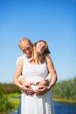 Esposa embarazada cariñosa Foto de archivo libre de regalías