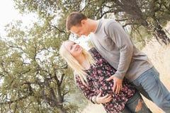 Esposa embarazada feliz con el marido Fotografía de archivo libre de regalías