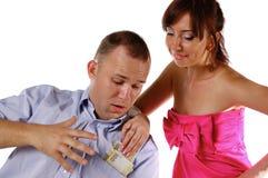 A esposa leva embora o dinheiro do marido Fotografia de Stock Royalty Free