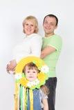 Esposa y marido embarazada feliz y pequeña hija Foto de archivo libre de regalías