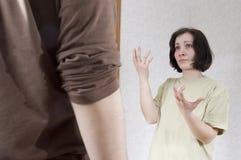Esposa y marido que gritan el uno al otro Fotos de archivo libres de regalías