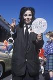Esposas que llevan del imitador de Michael Jackson que marchan en Doo Dah Parade, Pasadena, California Imágenes de archivo libres de regalías