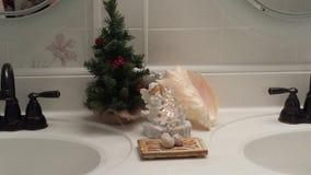 Esposizione-conca Shell-Angel Chiseling An Ice Tree di Natale immagini stock libere da diritti