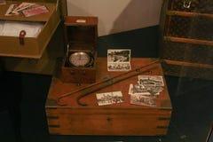 Esposizione degli elementi degli oggetti d'antiquariato Immagini Stock