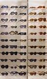 Esposizione degli occhiali da sole Fotografia Stock