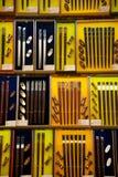 Esposizione dei bastoncini da vendere in negozio Fotografie Stock Libere da Diritti