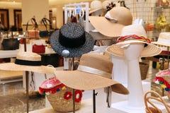 Esposizione dei cappelli di paglia Immagini Stock Libere da Diritti