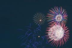 Esposizione dei fuochi d'artificio del fondo Fotografie Stock