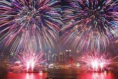 Esposizione dei fuochi d'artificio di New York City immagini stock libere da diritti