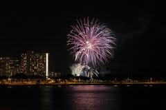 Esposizione dei fuochi d'artificio di Waikiki Fotografia Stock Libera da Diritti