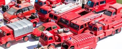 Esposizione del collettore per gli specialisti metallici del camion del pompiere alla vendita di garage Fotografia Stock