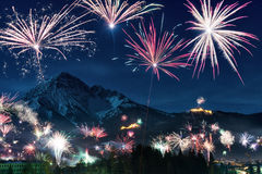 Esposizione del fuoco d'artificio di notte di San Silvestro Immagine Stock Libera da Diritti