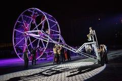 Esposizione del teatro della via di Baus dei dels di Fura della La alla notte Fotografia Stock