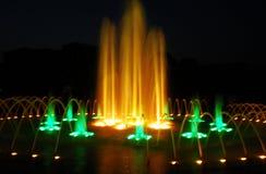 Esposizione dell'indicatore luminoso della fontana di notte Fotografia Stock