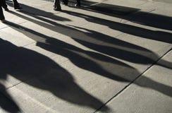Esposizione dell'indicatore luminoso delle ombre della gente della via di New York Fotografia Stock