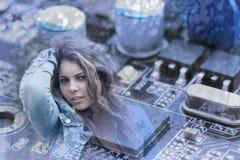 Esposizione della ragazza di tecnologia doppia Fotografia Stock Libera da Diritti