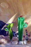 Esposizione della scultura del cactus del metallo in Nevada Cactus Nursery fotografie stock libere da diritti