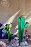 Esposizione della scultura del cactus del metallo in Nevada Cactus Nursery fotografia stock libera da diritti